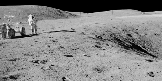 Charlie Duke en la Luna con el Apolo 16