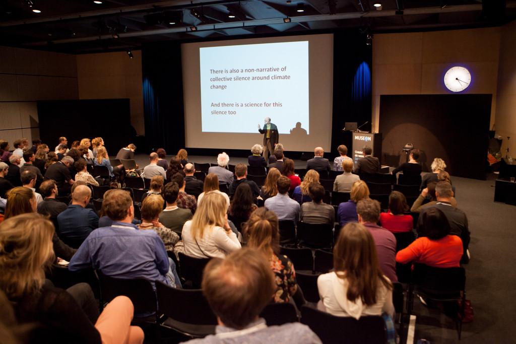 Aspecto de la sala durante la conferencia de George Marshall. Foto: Suzanne Blanchard.